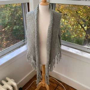 GAP chunky triangle scarf with tassels